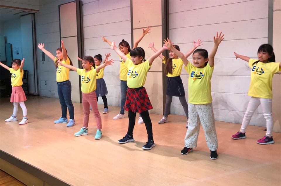 英語×演劇 E-JAM Studioのキッズレッスンは舞台に立つ!